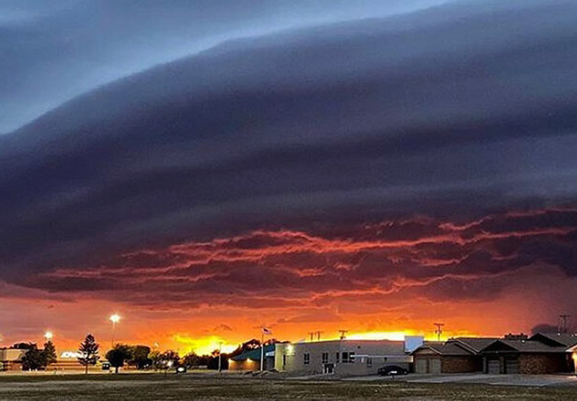 Supernatural-Looking Alien Mothership Cloud Captured Hovering Above New Mexico