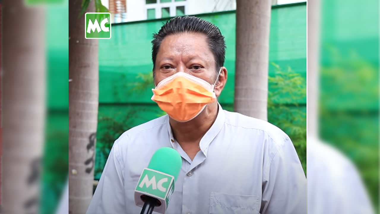 Comedian Nyein Chan expressed that he is selling salads as there is no income currently